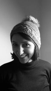 Bonnet avec gros pompon au tricot - noir et blanc