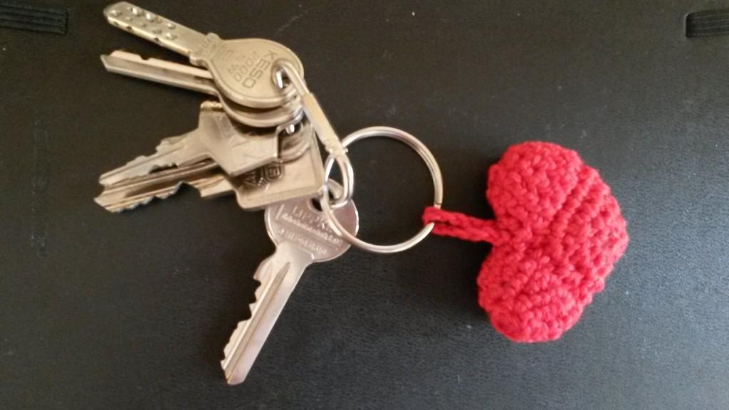 Porte-clés cœur au crochet - mise en situation