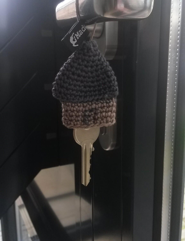 Porte-clés maison au crochet
