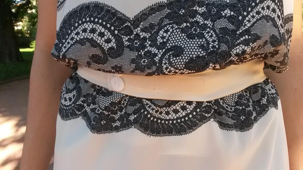 Robe blanche et noire cousue - ceinture