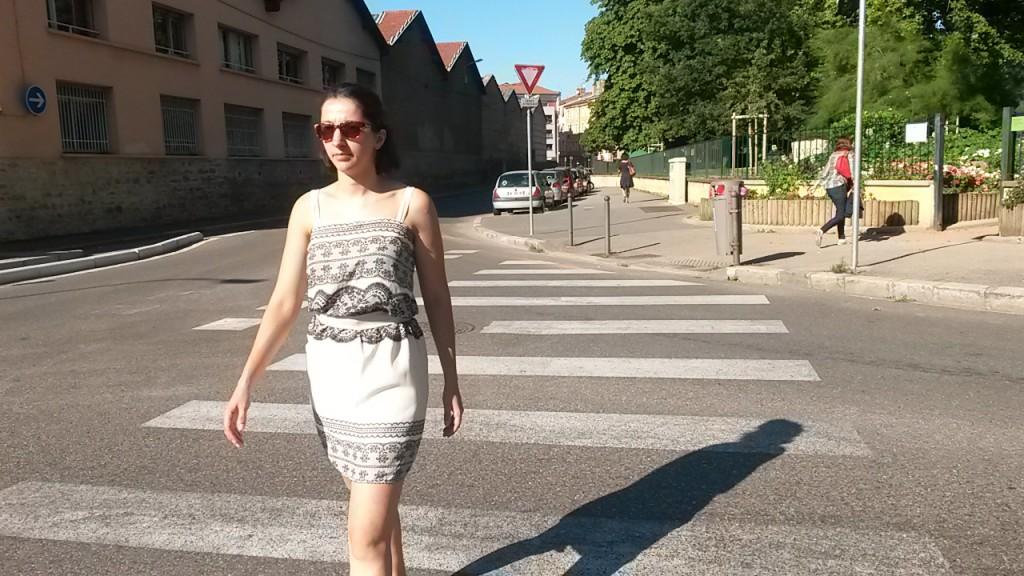 Robe blanche et noire cousue - marchant
