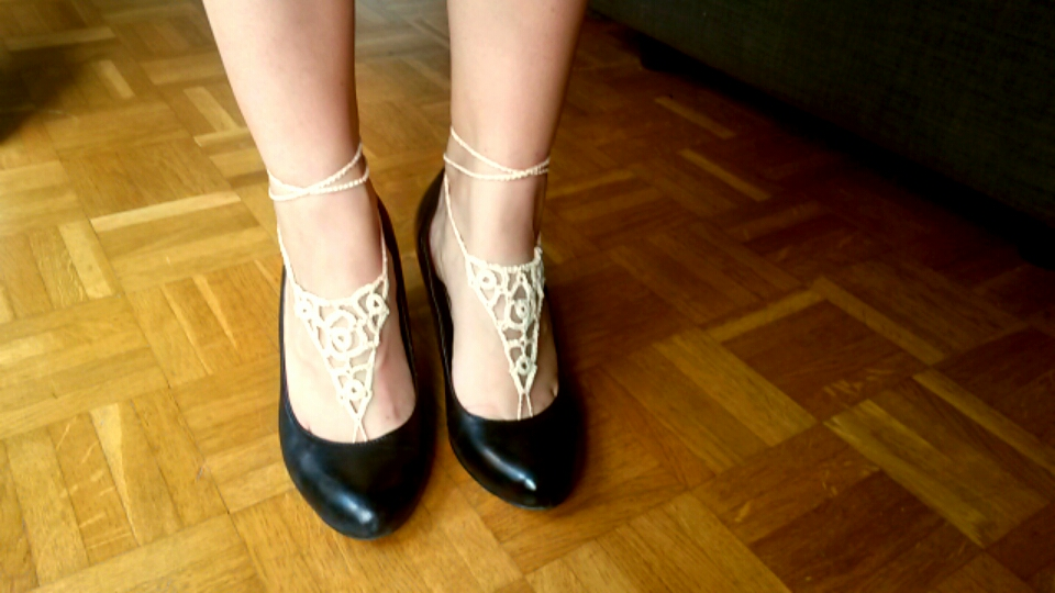 bijoux de pieds talons noirs