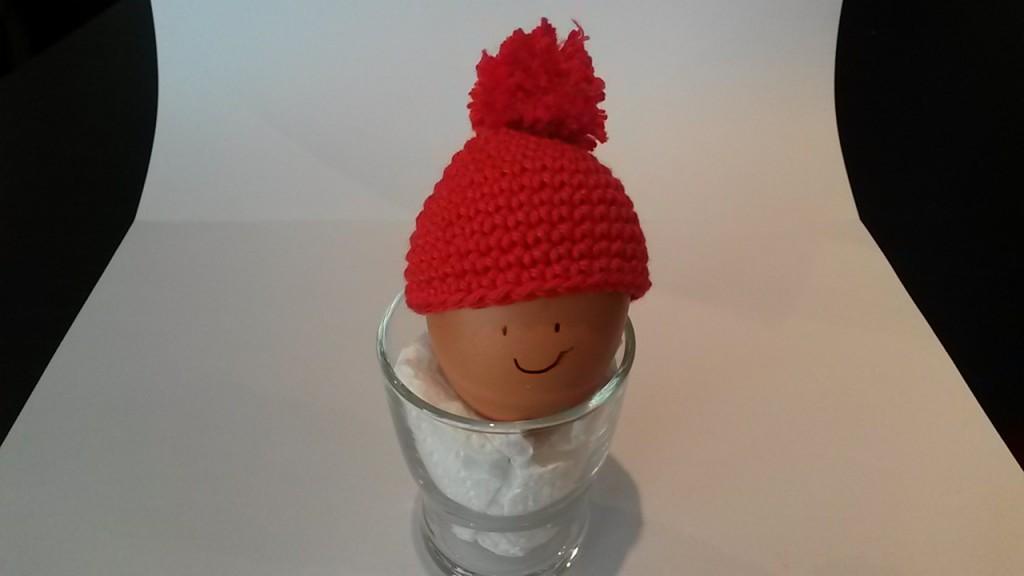 Bonnet d'oeuf rouge pompom