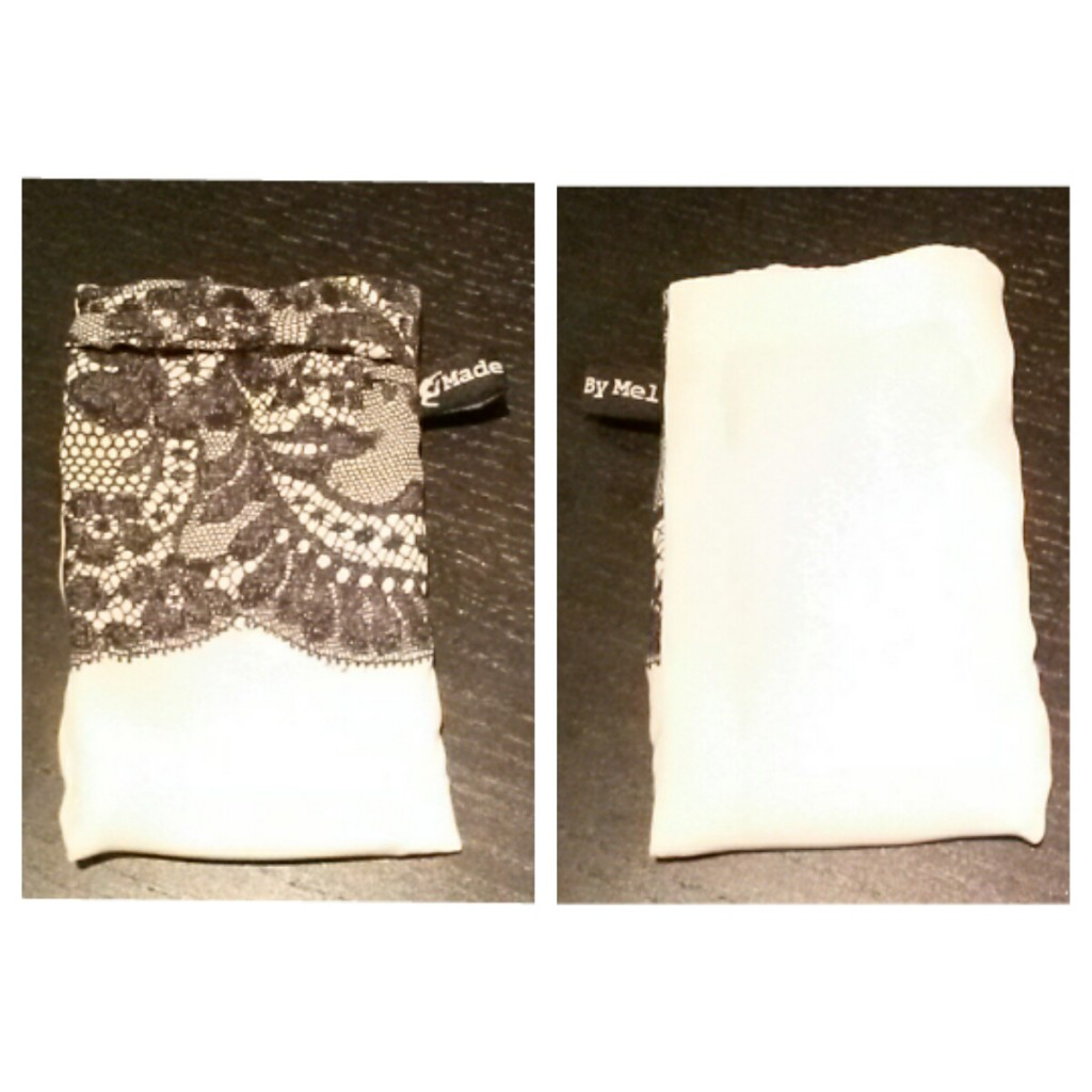 pochette porte téléphone en charge blanche recto verso