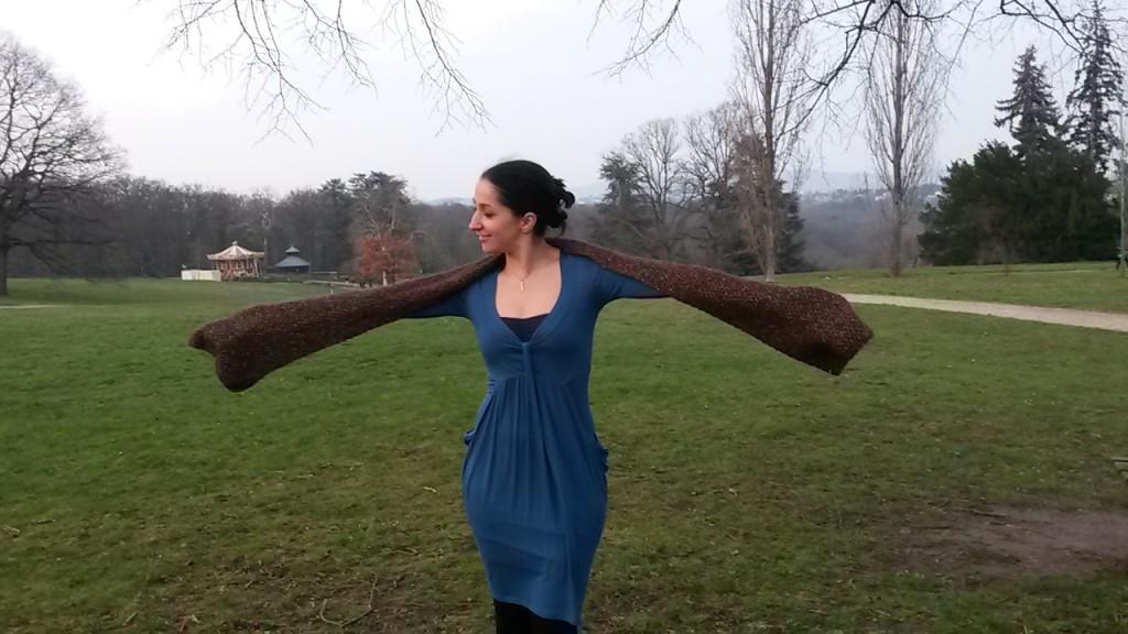 Écharpe au tricot - sur les épaules