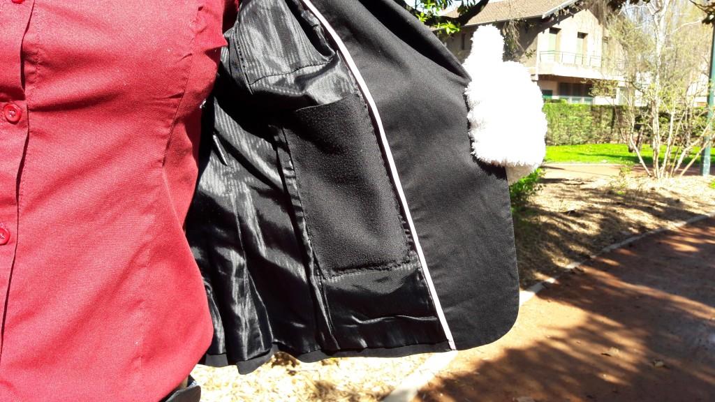 Poche intérieure veste de tailleur femme cousue - veste noire vue poche