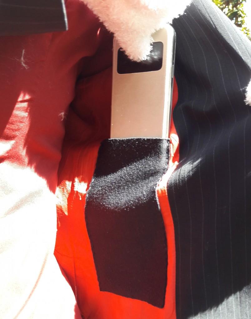 Poche intérieure veste de tailleur femme cousue - veste rouge vue tel