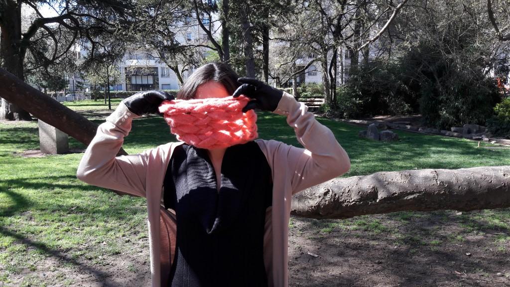 Snood tricoté avec les bras - vue de face