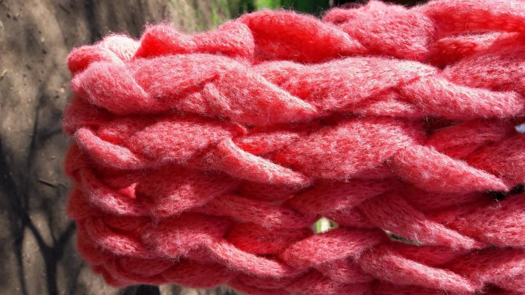 Snood tricoté avec les bras - zoom