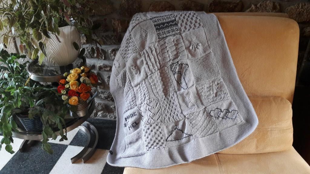 Tricot plaid patchwork - sur canapé